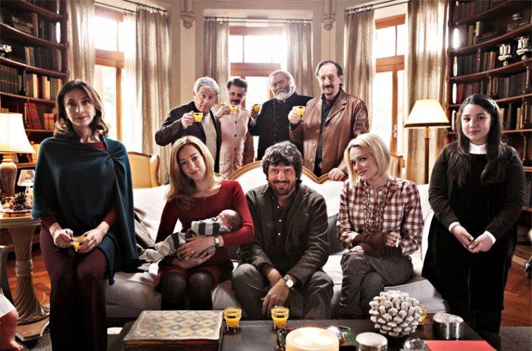 https://www.ragusanews.com/resizer/resize.php?url=https://www.ragusanews.com//immagini_articoli/28-11-2012/1396121346-rachele-amenta-nel-film-il-peggior-natale-della-mia-vita.jpg&size=758x500c0