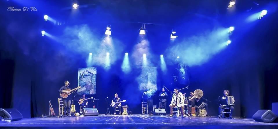 https://www.ragusanews.com/resizer/resize.php?url=https://www.ragusanews.com//immagini_articoli/28-11-2017/1511856664-1-mythos-uninedita-avventura-musicale-teatro-italia-scicli.jpg&size=1079x500c0