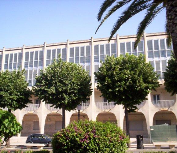 https://www.ragusanews.com/resizer/resize.php?url=https://www.ragusanews.com//immagini_articoli/29-01-2016/1454079725-0-si-eliminano-le-barriere-architettoniche-della-scuola-lipparini.jpg&size=579x500c0