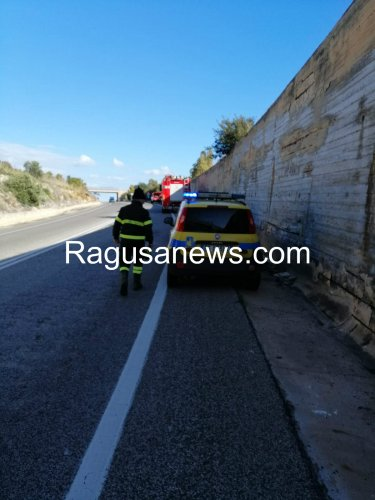 https://www.ragusanews.com/resizer/resize.php?url=https://www.ragusanews.com//immagini_articoli/29-01-2019/1548783081-1-viadotto-maganuco-calcinaccio-colpisce-pieno-auto.jpg&size=375x500c0