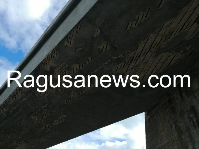 https://www.ragusanews.com/resizer/resize.php?url=https://www.ragusanews.com//immagini_articoli/29-01-2019/1548783325-1-viadotto-maganuco-calcinaccio-colpisce-pieno-auto.jpg&size=667x500c0