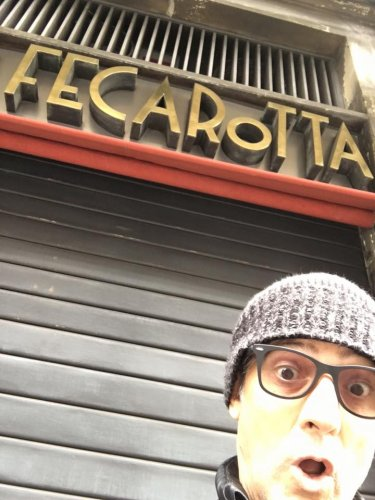 https://www.ragusanews.com/resizer/resize.php?url=https://www.ragusanews.com//immagini_articoli/29-02-2016/1456738244-0-fiorello-sono-a-catania-da-feca-rotta.jpg&size=375x500c0