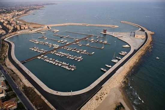 https://www.ragusanews.com/resizer/resize.php?url=https://www.ragusanews.com//immagini_articoli/29-03-2016/1459245669-0-sequestrata-la--societa-porto-turistico-di-marina-di-ragusa.jpg&size=745x500c0