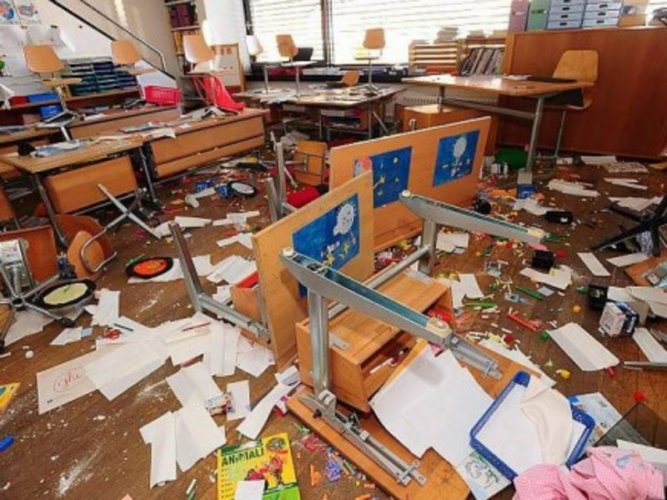 https://www.ragusanews.com/resizer/resize.php?url=https://www.ragusanews.com//immagini_articoli/29-06-2014/1404070675-0-furti-a-raffica-nelle-scuole-di-modica.jpg&size=667x500c0