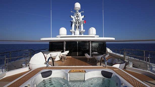 https://www.ragusanews.com/resizer/resize.php?url=https://www.ragusanews.com//immagini_articoli/29-06-2017/1498687399-1-grace-yacht-premiati-mondo-marina-ragusa.jpg&size=889x500c0