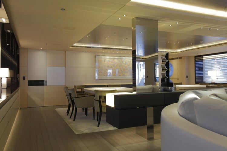 https://www.ragusanews.com/resizer/resize.php?url=https://www.ragusanews.com//immagini_articoli/29-06-2017/1498687457-1-grace-yacht-premiati-mondo-marina-ragusa.jpg&size=750x500c0