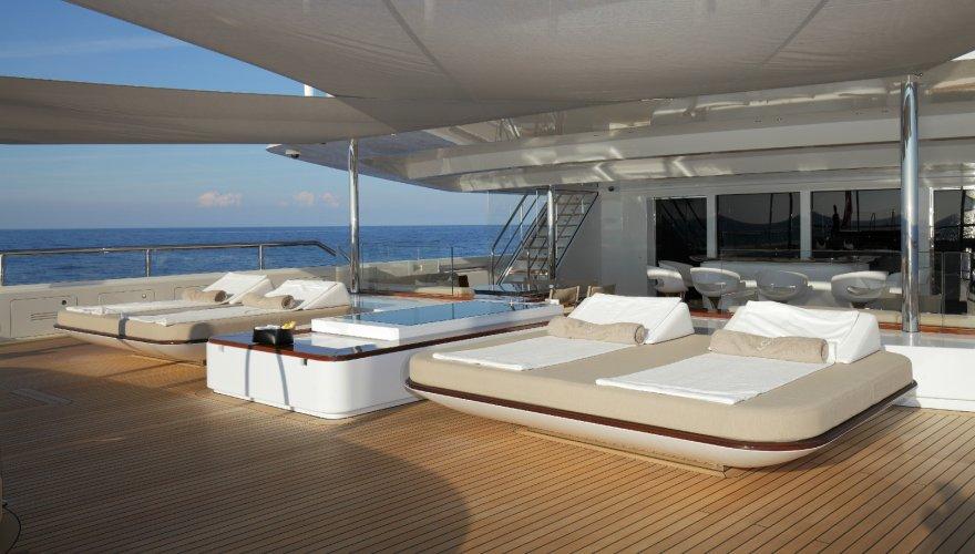https://www.ragusanews.com/resizer/resize.php?url=https://www.ragusanews.com//immagini_articoli/29-06-2017/1498687575-1-grace-yacht-premiati-mondo-marina-ragusa.jpg&size=880x500c0