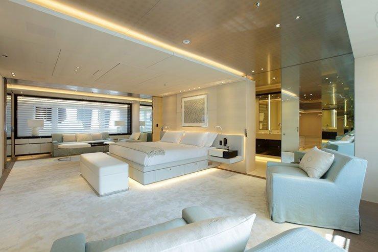 https://www.ragusanews.com/resizer/resize.php?url=https://www.ragusanews.com//immagini_articoli/29-06-2017/1498687575-2-grace-yacht-premiati-mondo-marina-ragusa.jpg&size=751x500c0