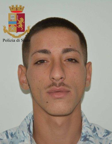 https://www.ragusanews.com/resizer/resize.php?url=https://www.ragusanews.com//immagini_articoli/29-06-2018/1530263105-1-armi-droga-arresti-vittoria.jpg&size=389x500c0