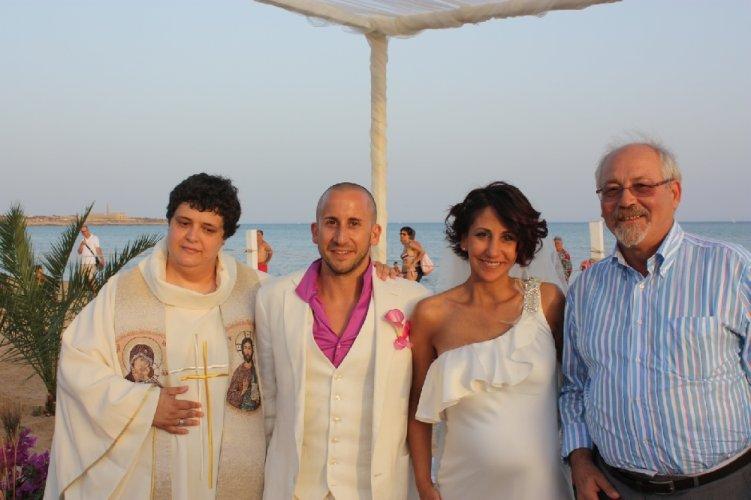 https://www.ragusanews.com/resizer/resize.php?url=https://www.ragusanews.com//immagini_articoli/29-07-2012/1396121718-tamara-e-francesco-si-sono-sposati-in-spiaggia-a-sampieri.jpg&size=751x500c0