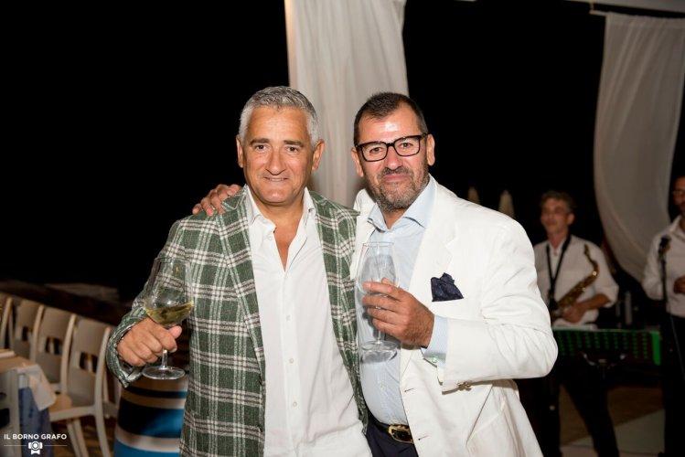 https://www.ragusanews.com/resizer/resize.php?url=https://www.ragusanews.com//immagini_articoli/29-07-2017/1501335503-5-serata-glam-champagne-lido-azzurro.jpg&size=749x500c0