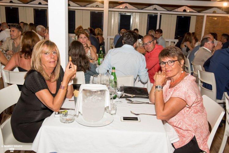 https://www.ragusanews.com/resizer/resize.php?url=https://www.ragusanews.com//immagini_articoli/29-07-2017/1501336801-1-serata-glam-champagne-lido-azzurro.jpg&size=749x500c0
