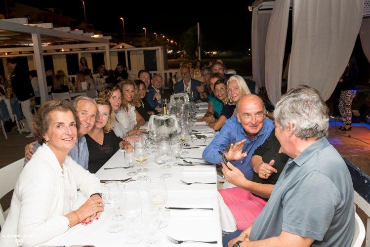 https://www.ragusanews.com/resizer/resize.php?url=https://www.ragusanews.com//immagini_articoli/29-07-2017/1501336801-2-serata-glam-champagne-lido-azzurro.jpg&size=749x500c0