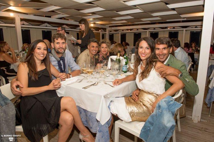 https://www.ragusanews.com/resizer/resize.php?url=https://www.ragusanews.com//immagini_articoli/29-07-2017/1501336926-3-serata-glam-champagne-lido-azzurro.jpg&size=749x500c0
