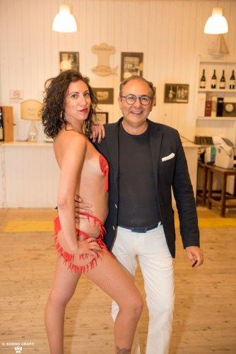 https://www.ragusanews.com/resizer/resize.php?url=https://www.ragusanews.com//immagini_articoli/29-07-2017/1501336926-4-serata-glam-champagne-lido-azzurro.jpg&size=334x500c0