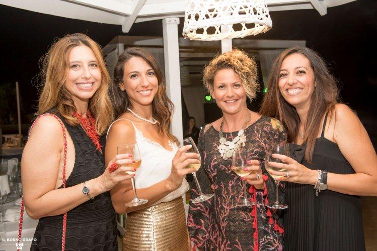 https://www.ragusanews.com/resizer/resize.php?url=https://www.ragusanews.com//immagini_articoli/29-07-2017/1501337394-1-serata-glam-champagne-lido-azzurro.jpg&size=749x500c0