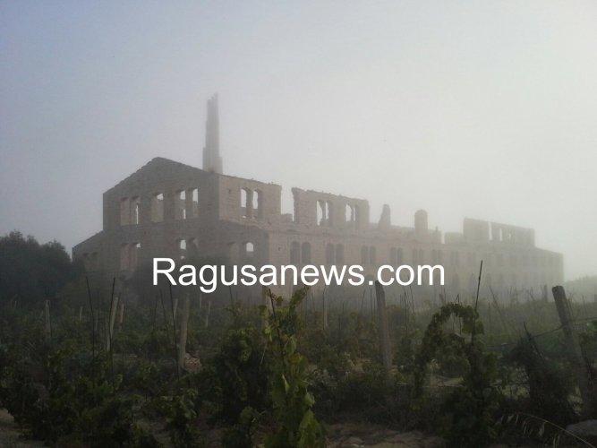https://www.ragusanews.com/resizer/resize.php?url=https://www.ragusanews.com//immagini_articoli/29-07-2017/1501348444-1-arrivata-lupa-nebbia-spiaggia-iblei-video.jpg&size=667x500c0