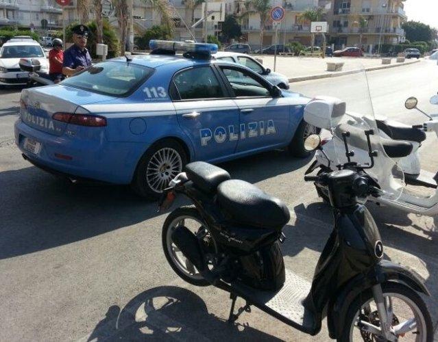https://www.ragusanews.com/resizer/resize.php?url=https://www.ragusanews.com//immagini_articoli/29-09-2014/1411984425-0-la-polizia-recupera-due-moto-rubate.jpg&size=639x500c0