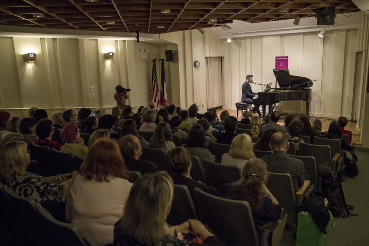 https://www.ragusanews.com/resizer/resize.php?url=https://www.ragusanews.com//immagini_articoli/29-11-2015/1448764162-1-new-york-giovanni-caccamo-solo-piano.jpg&size=750x500c0