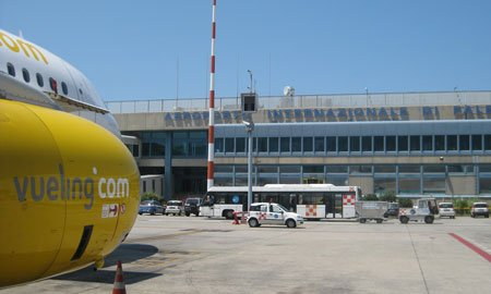 https://www.ragusanews.com/resizer/resize.php?url=https://www.ragusanews.com//immagini_articoli/29-12-2015/1451346340-0-catania-passeggeri-per-firenze-a-terra-15-ore.jpg&size=833x500c0