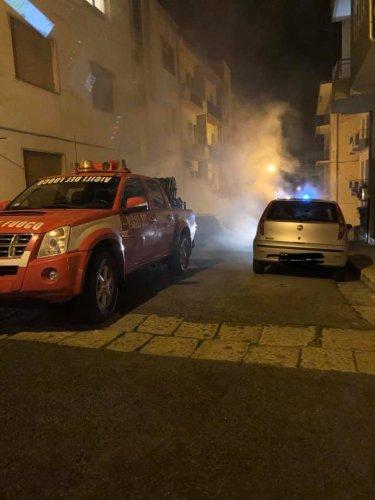 https://www.ragusanews.com/resizer/resize.php?url=https://www.ragusanews.com//immagini_articoli/29-12-2018/1546038742-2-incendio-audi-risorgimento-ragusa.jpg&size=375x500c0
