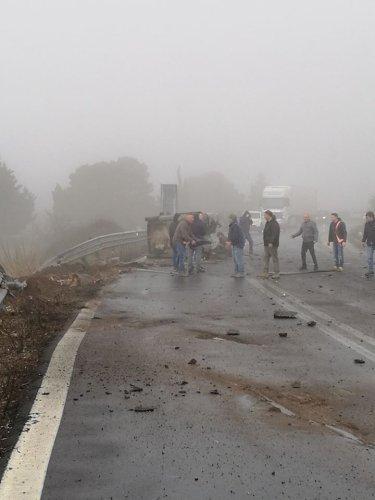 https://www.ragusanews.com/resizer/resize.php?url=https://www.ragusanews.com//immagini_articoli/30-01-2019/1548865864-4-grave-incidente-ragusa-catania-mezzi-coinvolti.jpg&size=375x500c0