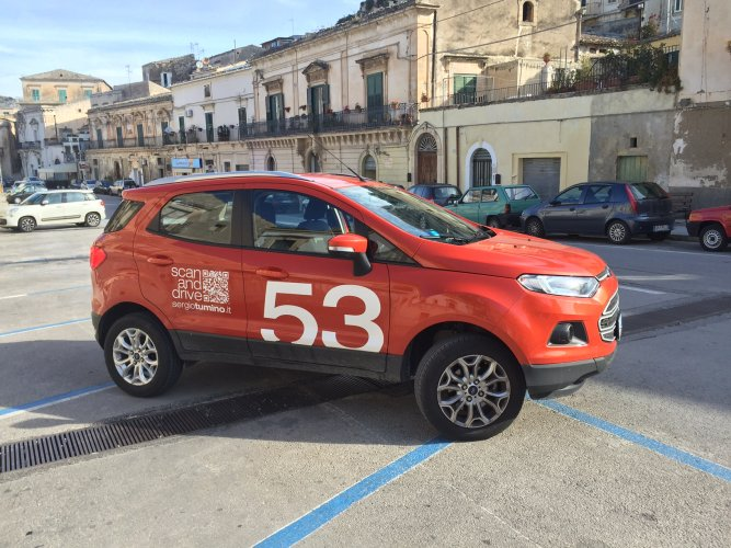 https://www.ragusanews.com/resizer/resize.php?url=https://www.ragusanews.com//immagini_articoli/30-03-2016/1459357067-1-nuova-ford-ecosport-difficile-scendere.jpg&size=667x500c0