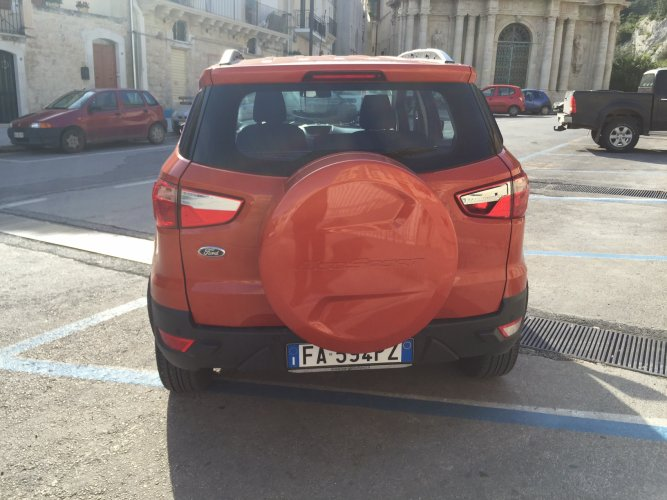 https://www.ragusanews.com/resizer/resize.php?url=https://www.ragusanews.com//immagini_articoli/30-03-2016/1459357141-2-nuova-ford-ecosport-difficile-scendere.jpg&size=667x500c0