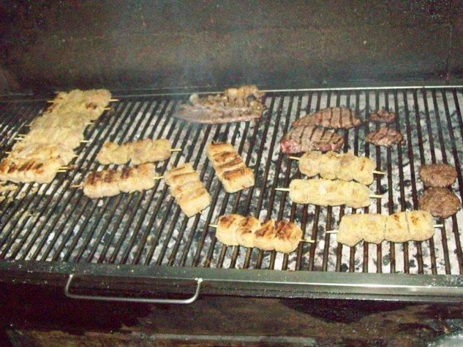 https://www.ragusanews.com/resizer/resize.php?url=https://www.ragusanews.com//immagini_articoli/30-03-2018/1522412722-1-vero-street-food-carne-cavallo-catania.jpg&size=667x500c0