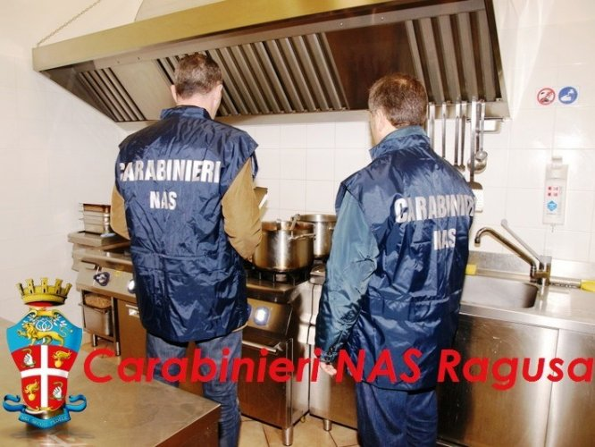 https://www.ragusanews.com/resizer/resize.php?url=https://www.ragusanews.com//immagini_articoli/30-04-2016/1462022765-0-cucine-da-incubo.jpg&size=666x500c0