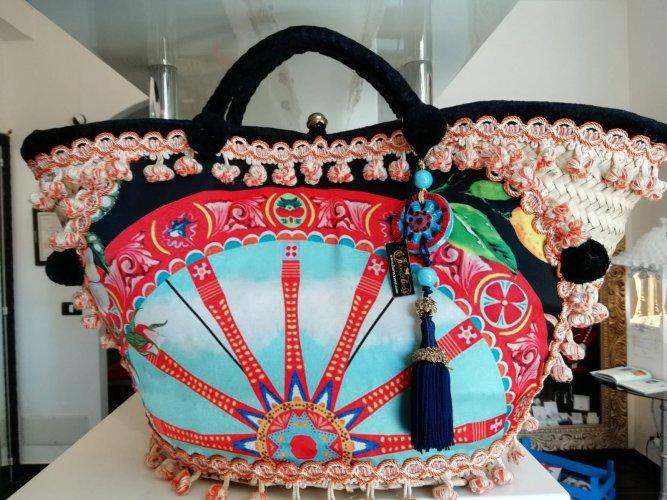 https://www.ragusanews.com/resizer/resize.php?url=https://www.ragusanews.com//immagini_articoli/30-05-2018/1527682814-7-marinella-stornello-donna-gioeilli-ceramica.jpg&size=667x500c0