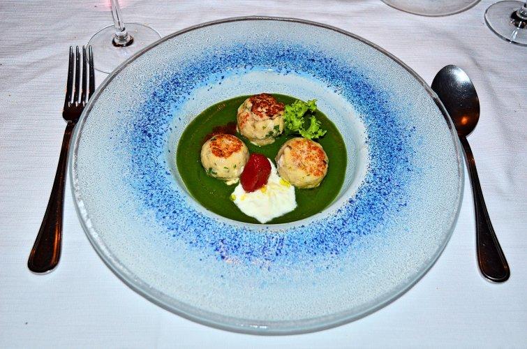 https://www.ragusanews.com/resizer/resize.php?url=https://www.ragusanews.com//immagini_articoli/30-07-2018/1532948651-1-minestra-tenerezze-versione-marinara-chef-luca-cannizzaro.jpg&size=755x500c0
