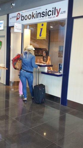 https://www.ragusanews.com/resizer/resize.php?url=https://www.ragusanews.com//immagini_articoli/30-09-2014/1412063257-0-bookinsicily-all-aeroporto-di-comiso.jpg&size=281x500c0
