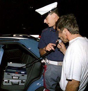 https://www.ragusanews.com/resizer/resize.php?url=https://www.ragusanews.com//immagini_articoli/30-09-2014/1412073693-0-la-polizia-denuncia-recidivo-alla-guida-ubriaco.jpg&size=487x500c0