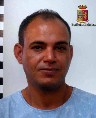 https://www.ragusanews.com/resizer/resize.php?url=https://www.ragusanews.com//immagini_articoli/30-09-2016/1475222694-1-vittoria-arrestati-due-spacciatori-tunisini.jpg&size=404x500c0