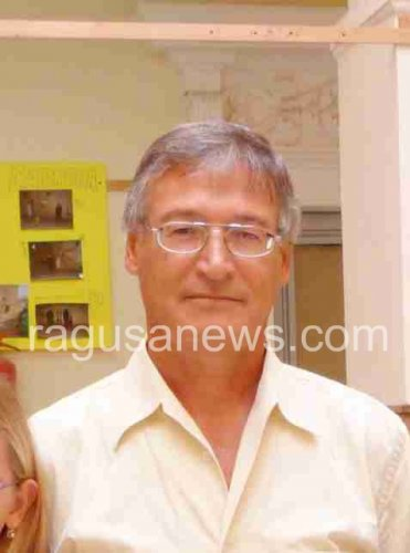 https://www.ragusanews.com/resizer/resize.php?url=https://www.ragusanews.com//immagini_articoli/30-11-2011/1396123035-pozzallo-finanziamenti-pon-il-comune-chiede-i-danni-al-preside-caschetto.jpg&size=371x500c0