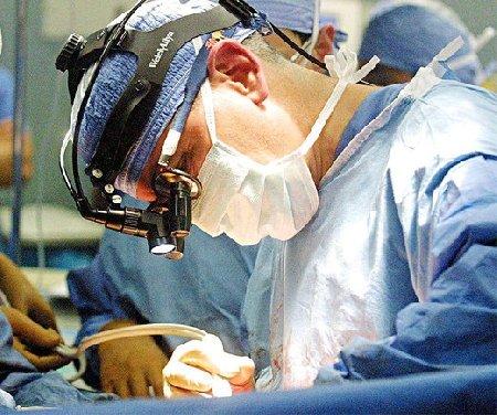 https://www.ragusanews.com/resizer/resize.php?url=https://www.ragusanews.com//immagini_articoli/31-08-2013/1396119333-garza-dimenticata-nel-corpo-di-una-partoriente-medici-condannati.jpg&size=598x500c0