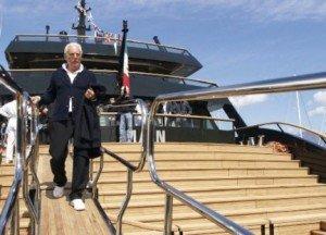 https://www.ragusanews.com/resizer/resize.php?url=https://www.ragusanews.com//immagini_articoli/31-08-2014/1409463823-1-yacht-atteso-l-arrivo-del-main-di-giorgio-armani.jpg&size=694x500c0