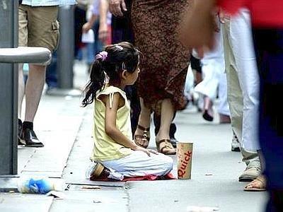 https://www.ragusanews.com/resizer/resize.php?url=https://www.ragusanews.com//immagini_articoli/31-08-2015/1441017930-0-bambini-caminantes-a-chieder-l-elemosina.jpg&size=667x500c0