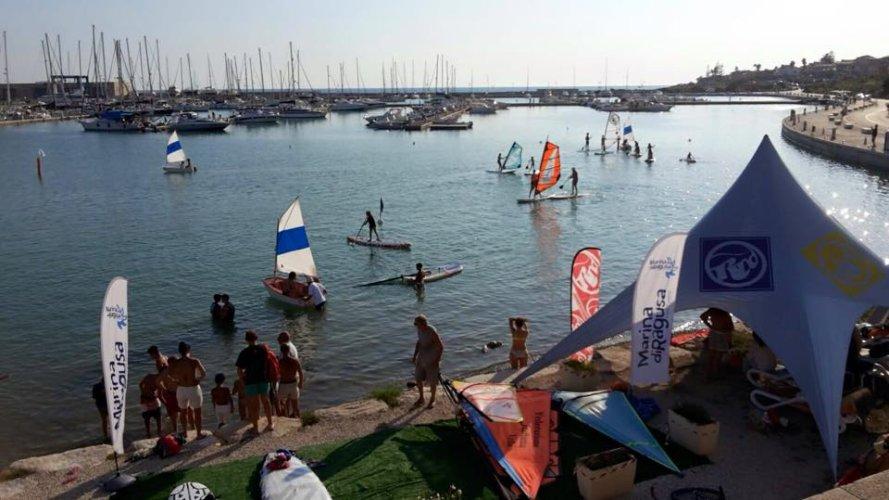 https://www.ragusanews.com/resizer/resize.php?url=https://www.ragusanews.com//immagini_articoli/31-08-2015/1441039781-0-sport-acquatici-al-porto.jpg&size=889x500c0