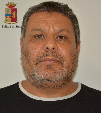 https://www.ragusanews.com/resizer/resize.php?url=https://www.ragusanews.com//immagini_articoli/31-10-2015/1446292400-1-tre-arresti-per-favoreggiamento-dell-immigrazione-clandestina.jpg&size=448x500c0