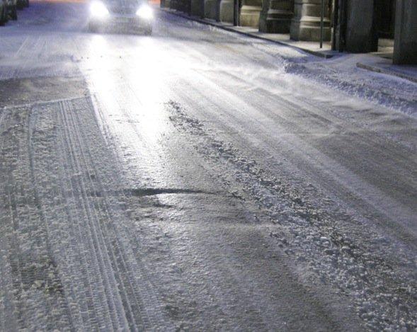 https://www.ragusanews.com/resizer/resize.php?url=https://www.ragusanews.com//immagini_articoli/31-12-2014/1420060021-0-rischio-ghiaccio-nelle-strade.jpg&size=628x500c0