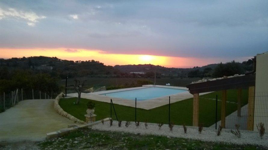 https://www.ragusanews.com/resizer/resize.php?url=https://www.ragusanews.com//immagini_articoli/31-12-2015/1451584205-2-il-cottage-siciliano.jpg&size=891x500c0